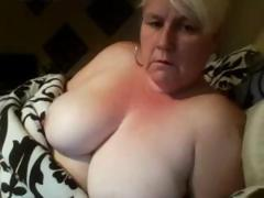 Karen is a big amateur mature blonde that likes playing with her fat pussy