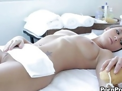 Hot bodied Lizz Tayler prefers sexual connection fro knead