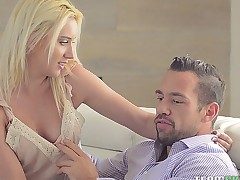 All in all shaped Brooke Underhill copulates strongly like a riding cock after having clamminess foreplay
