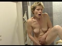 Grannys bathroom, pt.2