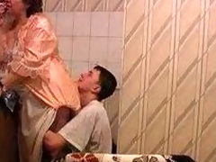 Granny gets fucked in the air kitchenette overwrought her youthful lover
