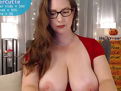 The man who gets to worship this curvy webcam carve is one lucky fucker